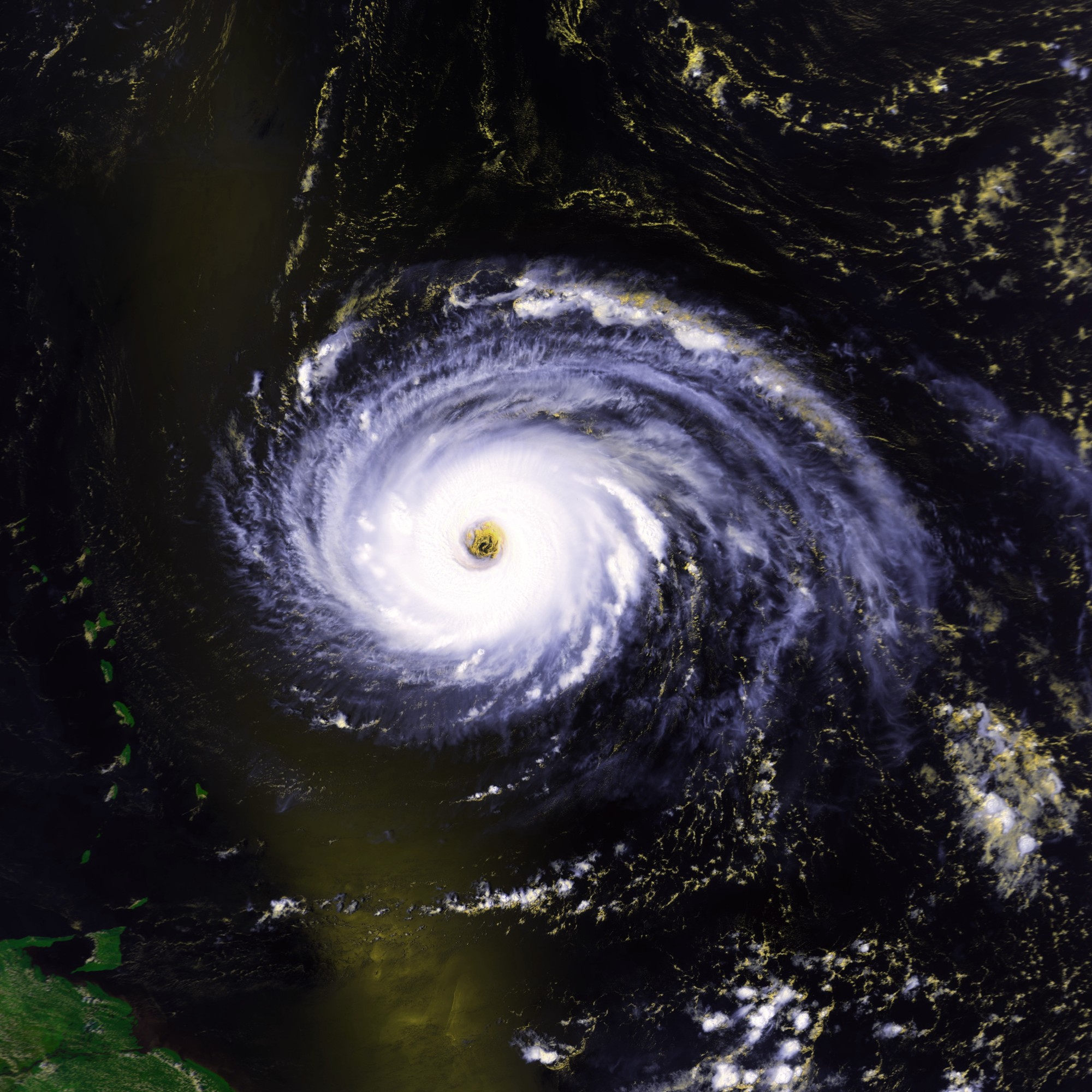 Hurricane_Luis_03_sept_1995_1705Z.jpg